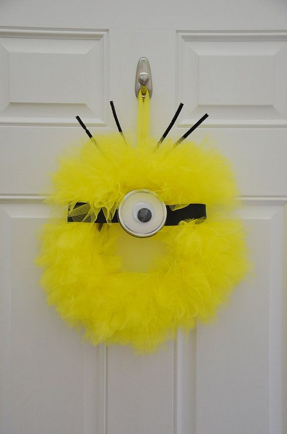 Despicable Me Minion Wreath, Despicable Me decorations, Minion party, despicable me party