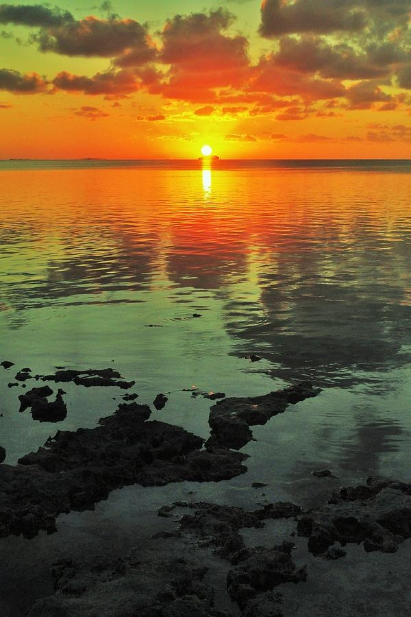 ✮ Beautiful sunset behind the Gulf of Mexico in Key Largo, Florida