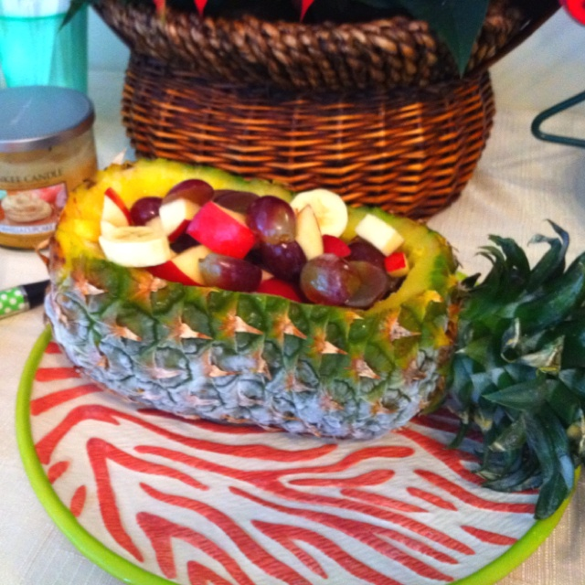 Pineapple hallowed as fruit bowl | Party Ideas | Pinterest