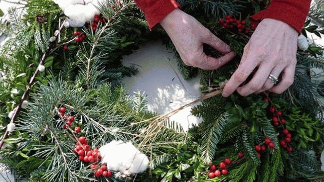 Make your own wreath with fabric