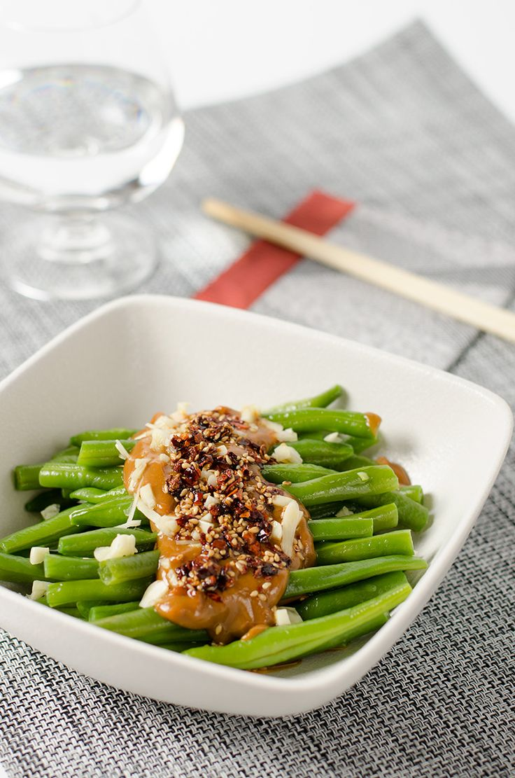Green Beans with Spicy Peanut Sauce - Omnivore's Cookbook