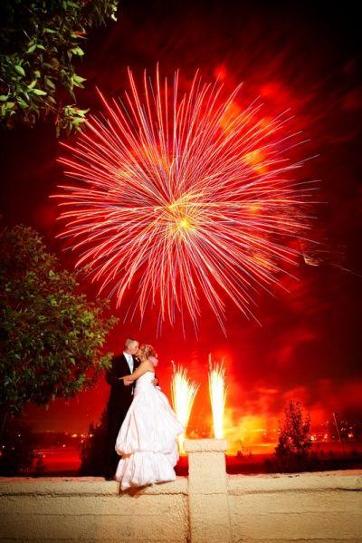 http://1.bp.blogspot.com/-U6NXco7eYVQ/ThEQOT2Qm3I/AAAAAAAAGdU/BattthC_XPY/s640/July+4th+wedding-1.jpg