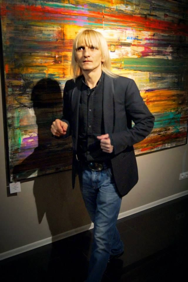 Piotr Krajewski - artysta, performer, projektant mody