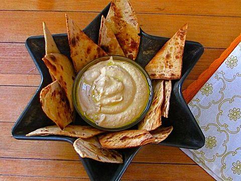 Fresh lemon garlic hummus recipe. Perfect for a summer dip!