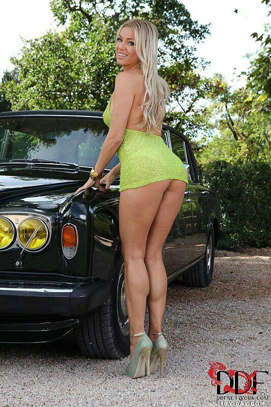 mini skirt thick legs nude