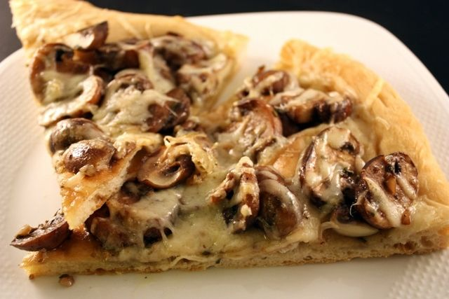 Mushroom and Gruyere Pizza | Pizza Luv!! | Pinterest