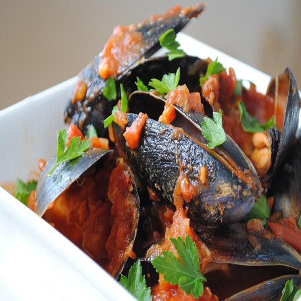 Mussels in a Spicy Tomato Sauce | Seafood Recipes | Pinterest