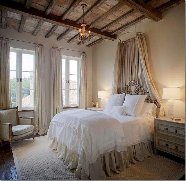 Could totally be sleeping beauty in this bedroom