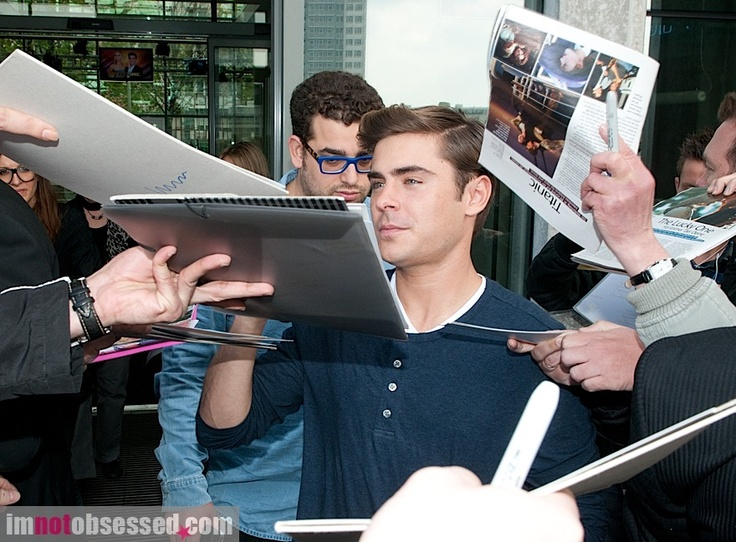 "Zac outside the ""Good Morning Berlin"" Berlin studios - April 25, 2012"
