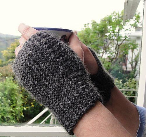 Ravelry: Easiest wrist warmer gloves pattern by Wei S. Leong