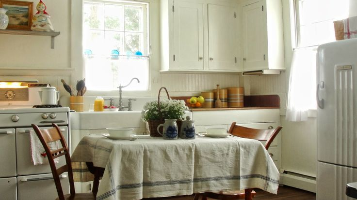Vintage Kitchen In A Cape Cod Cottage English Cottage