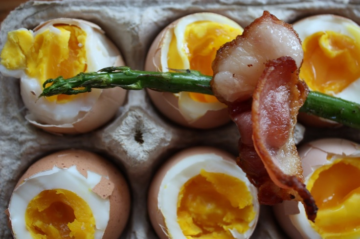 soft boiled eggs with asparagus soldiers | we eat. happy. | Pinterest