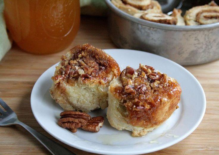 Caramel Cinnamon Roll Style Biscuits - Gooey pecan caramel cinnamon ...
