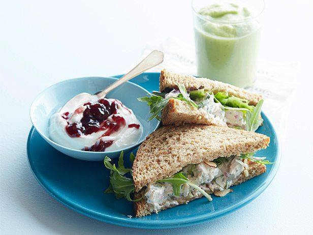 Herbal Chicken Sandwiches with Apple-Avocado Smoothie #myplate #letsmove #protein #dairy #grains #fruit