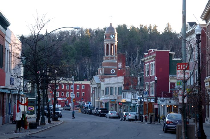 Quaint downtown of saranac lake ny adirondack mountains for Things to do downtown nyc