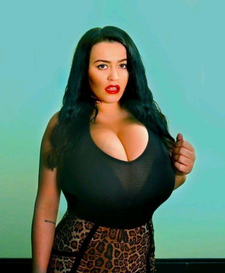 European boob model Leanne Crow letting big knockers loose on rooftop № 931949  скачать