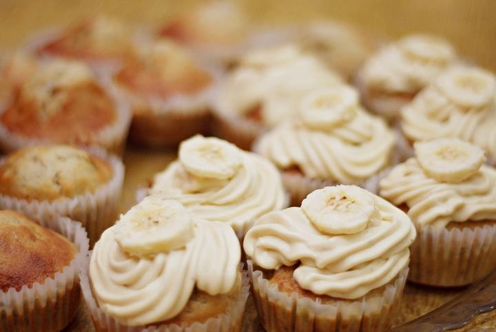 Banana Cupcakes with Honey Cinnamon Frosting. YUM!