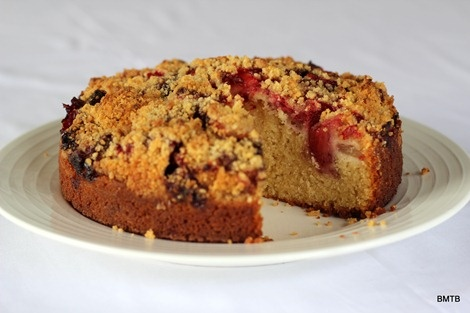 Strawberry and Apple Crumble Cake | cake • slice • bars | Pintere ...