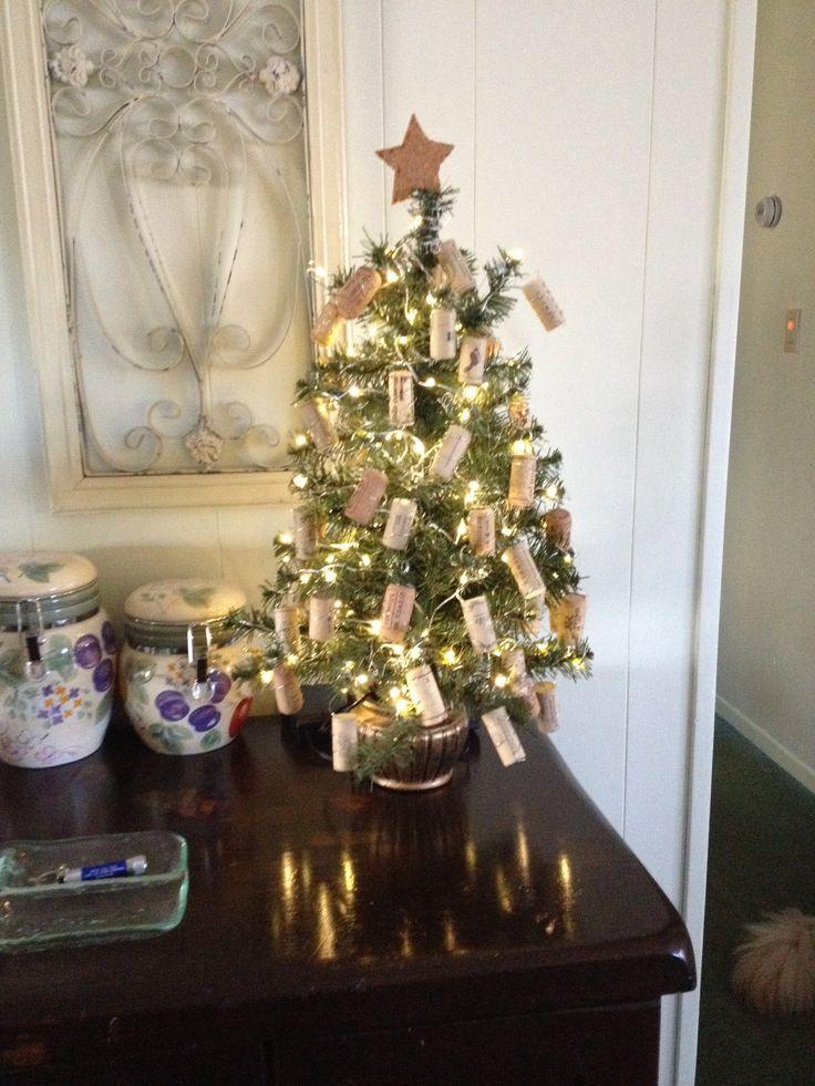 wine cork christmas tree holidays pinterest. Black Bedroom Furniture Sets. Home Design Ideas