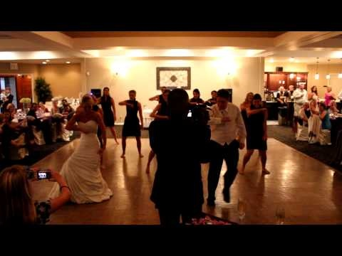 Who Doesn 39 T Love A Wedding Flash Mob Flash Wannabes Jamie And Rus