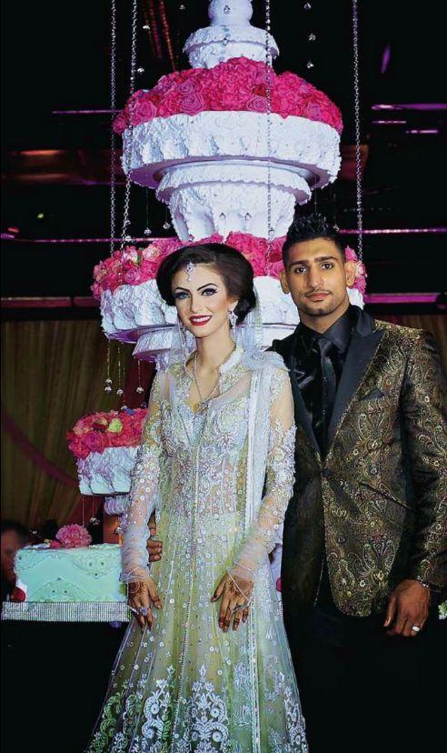 MagazinesFaryal Makhdoom Wedding Hello Magazine