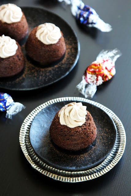 Easy Molten Chocolate Cupcakes stuffed with Lindt Lindor Truffles