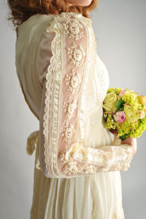 Wedding dress vintage 70s ivory gunne sax renaissance style gown