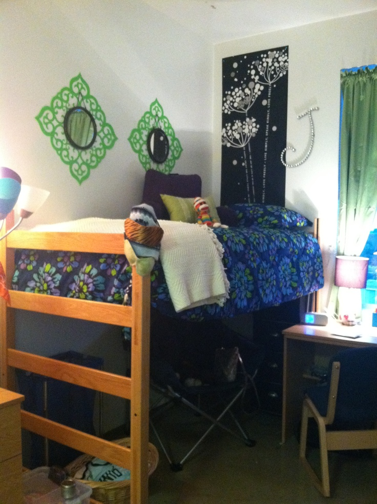 Cute dorm room set up college dorm life pinterest Dorm room setups