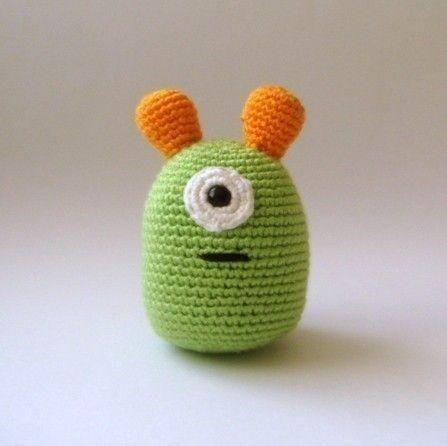 Crochet Amigurumi Alien : Nursery toy plush alien amigurumi