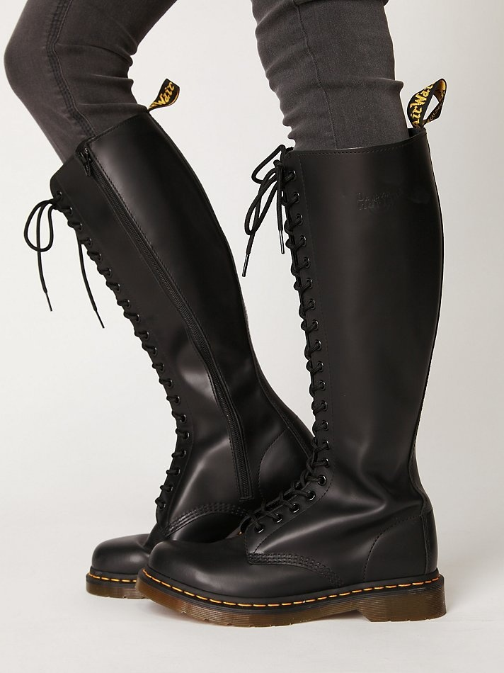 Dr. Martens 20 Eye Zip Boot