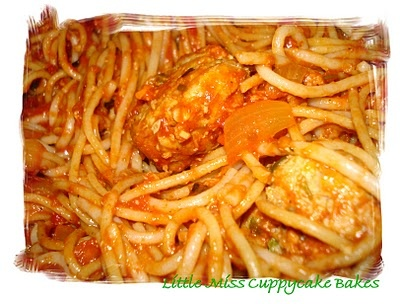 Whole Wheat Spaghetti with Turkey Meatballs and Spicy Tomato Sauce
