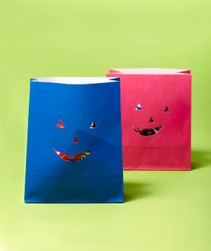 Bolsas de papel convertidas en bolsas de halloween