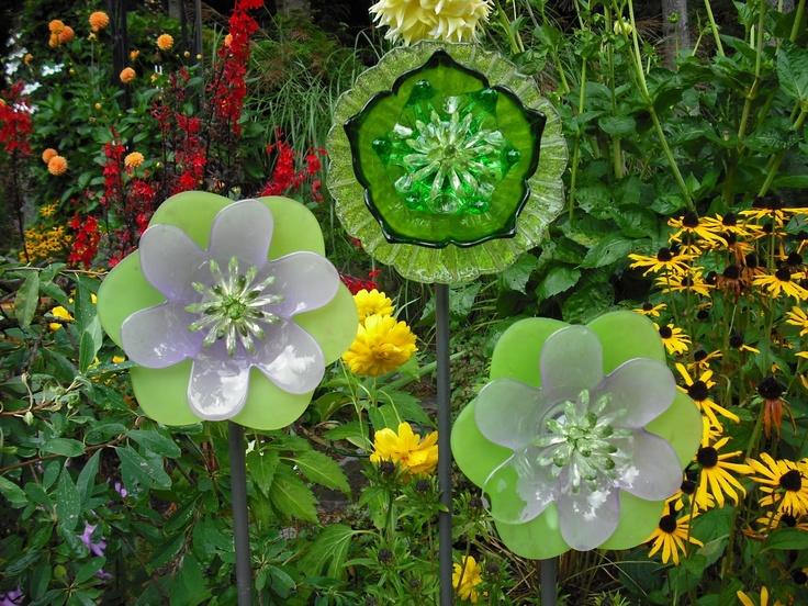 Garden art ideas round up for Recycled flower art