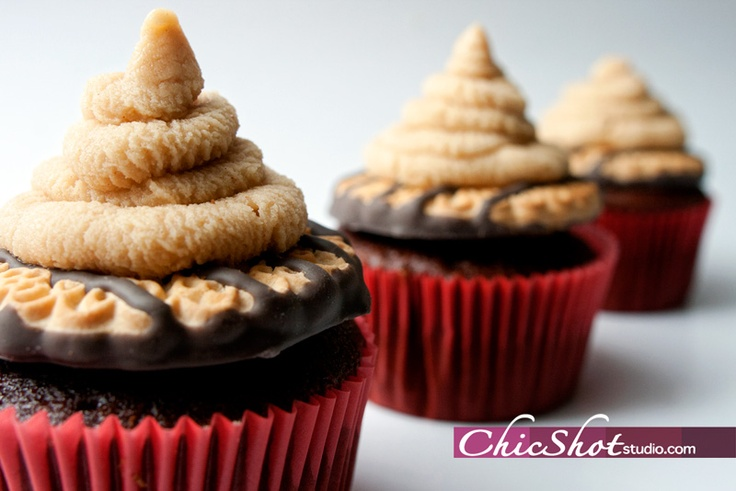 Tagalong Cupcakes : Girl Scout Cookie Cupcakes