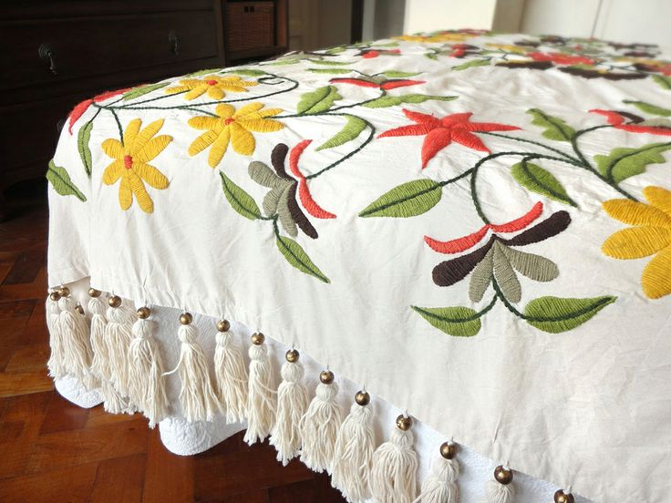 Pie de cama y almohadones bordados a mano alfombra tejida - Pasqualetti home decor ...