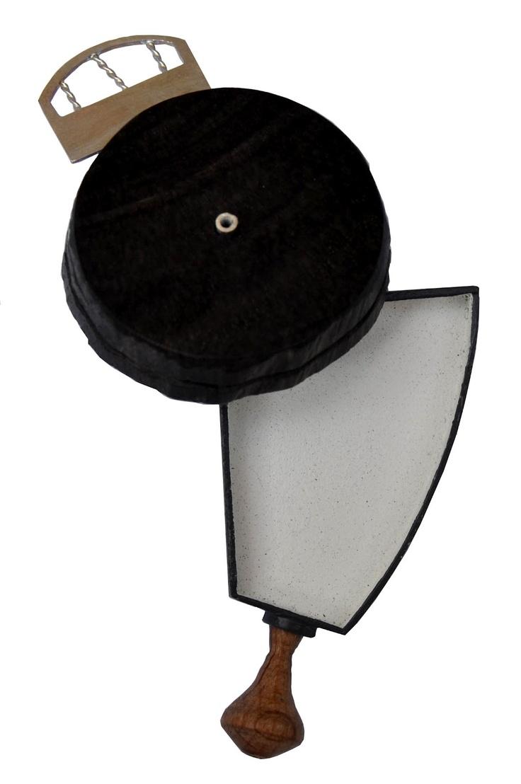 Eva Girbes - herramientas de l'olvido - broche - Broches de Alpaca, madera torneada, plata y porcelana - 2012