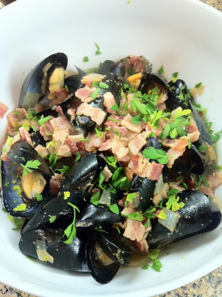 Steamed mussels with bacon and beer :) | Favorite Recipes | Pinterest