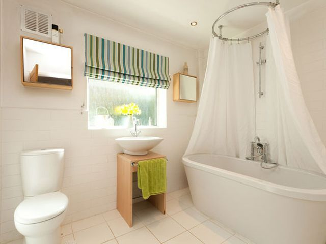 Best window treatments for bathrooms mcm mix bathroom for Best blinds for bathrooms