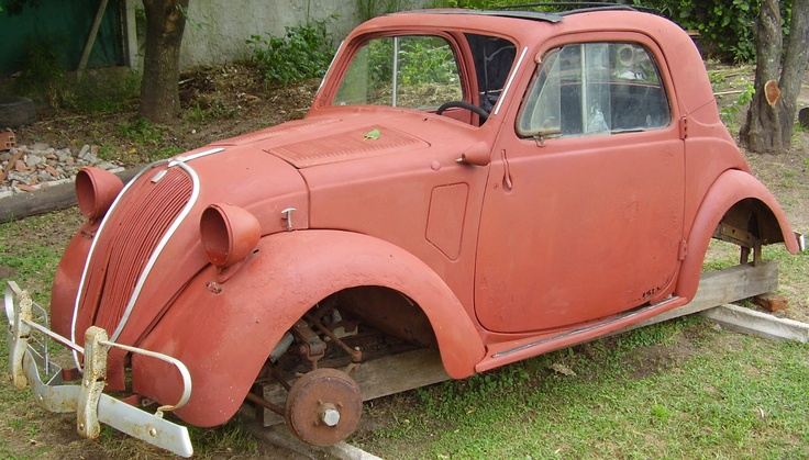Carrocería de Fiat Topolino para restaurar. El modelo posee techo descapotable.  http://www.arcar.org/fiat-topolino-44566