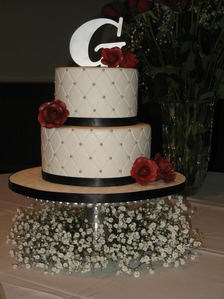 ... layer vanilla. Each cake had 3 or 4 layers inside. Sliver pearls on