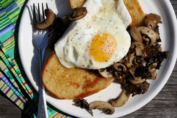 Pan-Fried Eggs w/ Mixed Mushroom Sauté on Toasted Sourdough + Sunday ...