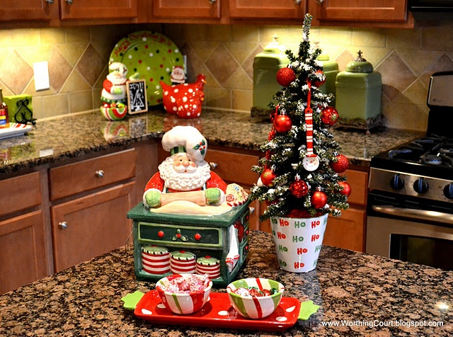 Kitchen counter christmas decor and ideas pinterest for Kitchen ideas for christmas