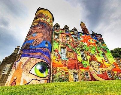 imagens do castelo escocês grafitado por brasileiros