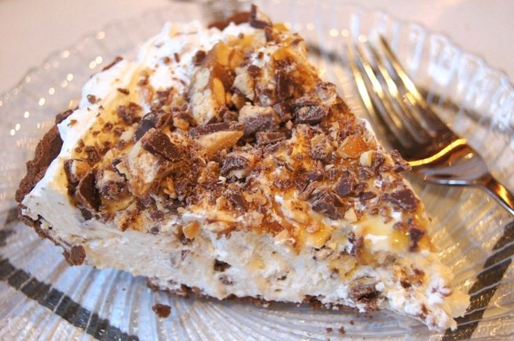 Snickers Bar Pie...so good, and so easy. It takes 5 minutes to throw ...