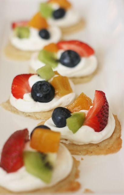 Mini fruit pizzas | My Alphabet Starts with Yum (Desserts) | Pinterest