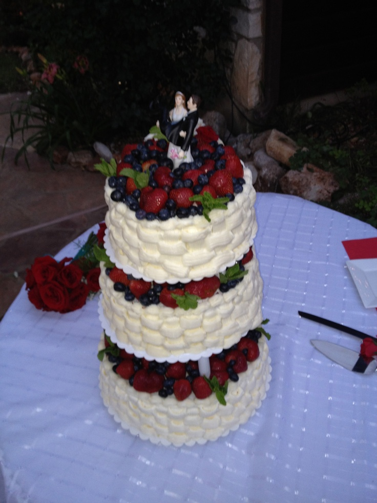 cake red velvet cake red velvet cake with raspberries and blueberries ...