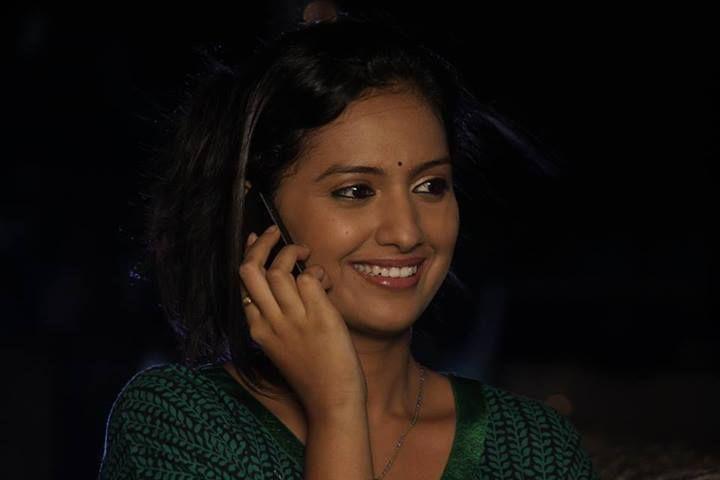 Tejashri Pradhan Marathi Actress Photos,Biography - Holiday and ...