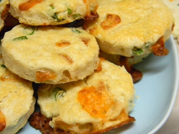 Cheddar and Green Onion Biscuits | Food and Beverages | Pinterest