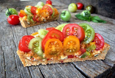 Raw Sun-Dried Tomato and Basil Cheesy Pesto Tart