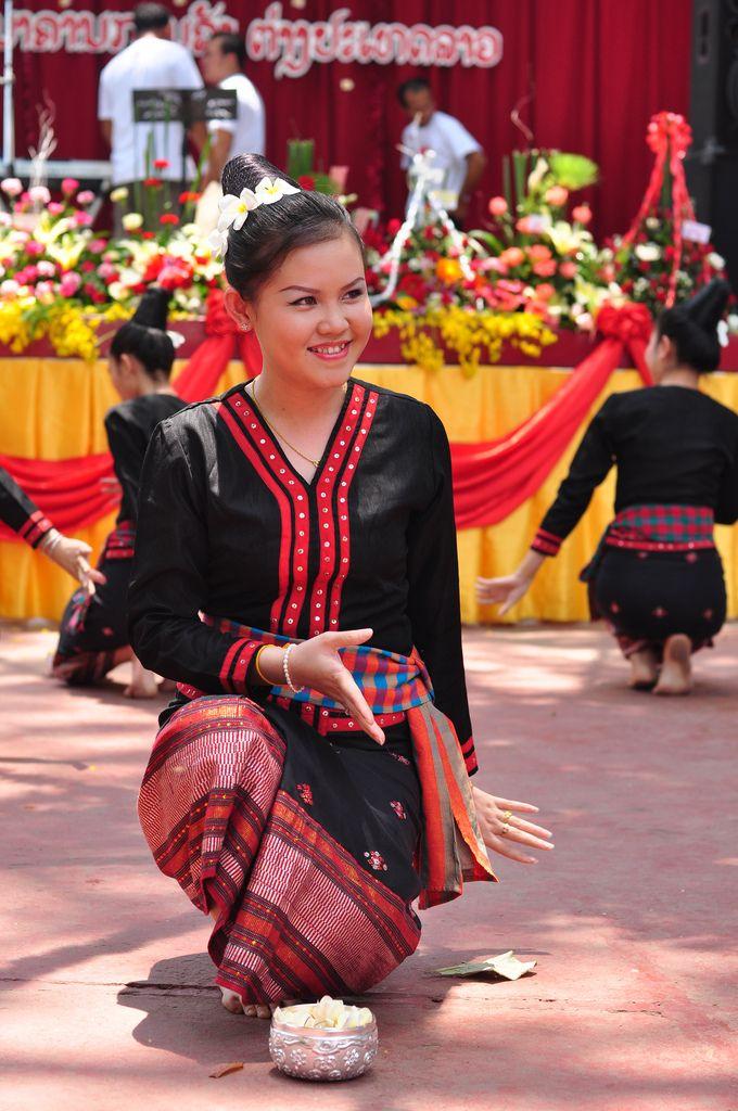 dịp tết Lào còn rất nhiều hoạt động và phong tục văn hóa đặc sắc